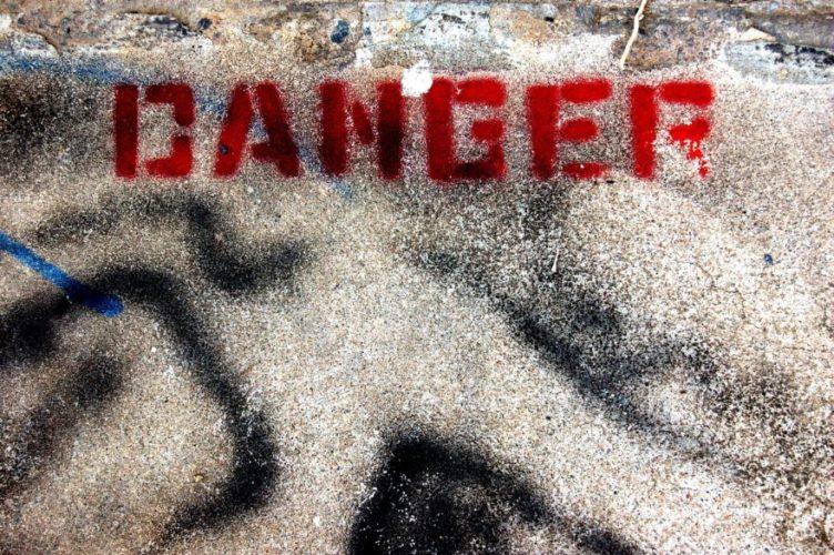SNSに依存したビジネスをすることの危険性とは?